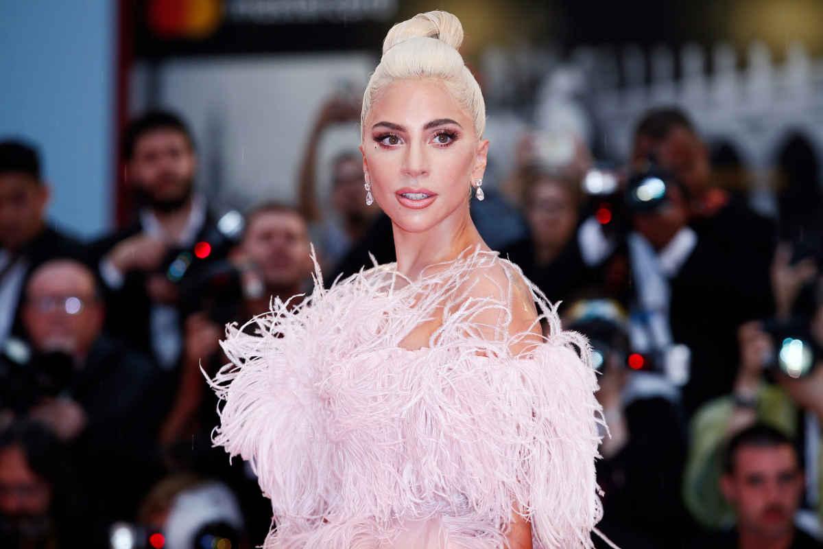 Lady Gaga a annoncé le lancement de sa marque de beauté Haus Laboratories, la chanteuse nous apprend qu'elle sera vendue exclusivement sur Amazon. Le message particulier derrière sa marque de beauté ? Une beauté engagée, dépourvue de toute aseptisation. L'institut MYSKIN Genève se retrouyve parfaitement dans cette description de la beauté.